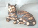 Soška kočka domácí ležící natur