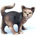 Soška kotě stojící hnědé