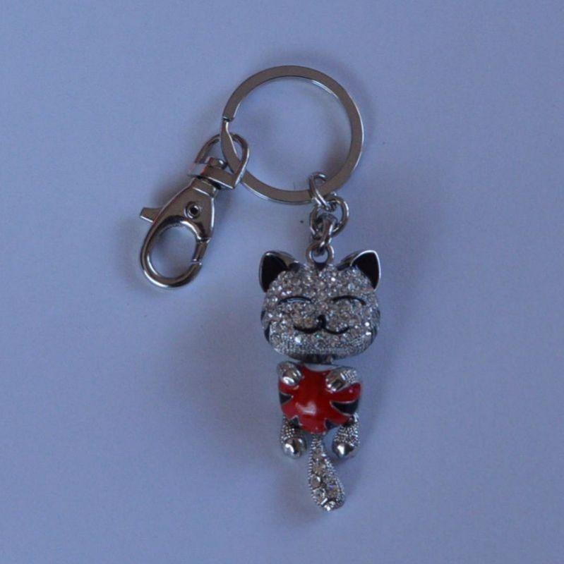 Přívěšek na klíče - kočka s červeným srdíčkem
